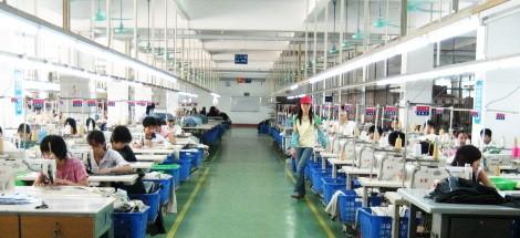 工作服|工装生产车间依万服装目前有120多名员工,一栋六层厂房,生产车间面积约3000平米,职业服装年生产能力达40万套。了解详情...